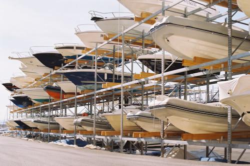 Stockage de bateaux sur racks